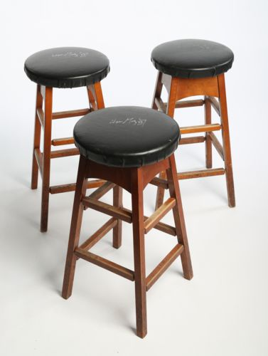 Wayne Gretzky Signed Black Leather Bar Stool from Gretzky's Restaurant (1 of 3)